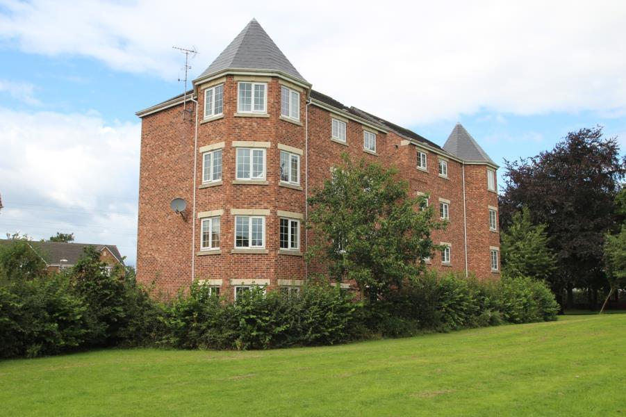 2 Bedrooms Flat for sale in CASTLE LODGE GARDENS, ROTHWELL, LEEDS, LS26 0ZL