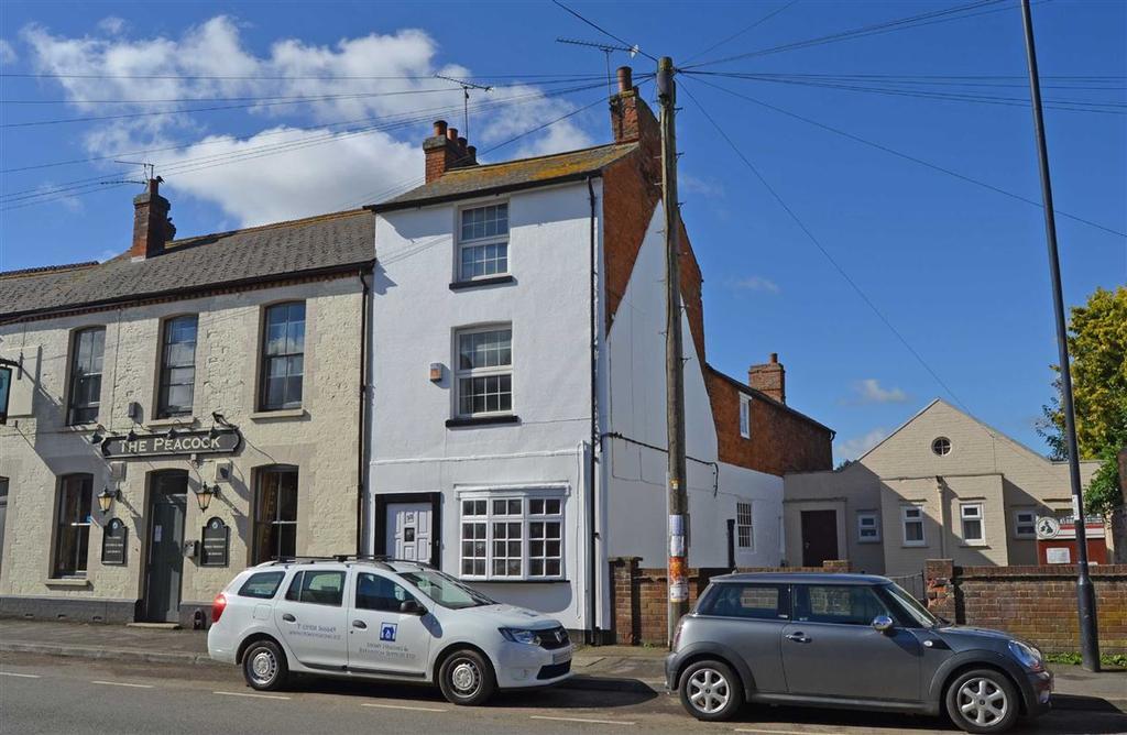 4 Bedrooms Town House for sale in Watling Street West, Towcester