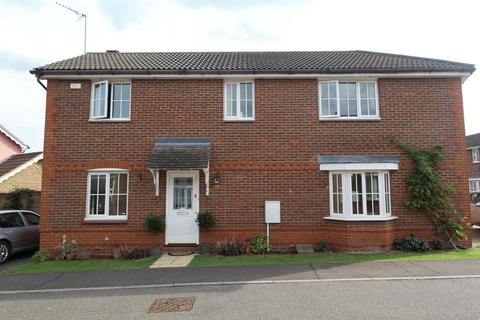 3 bedroom semi-detached house for sale - Silvester Way, Springfield, Chelmsford, Essex, CM2