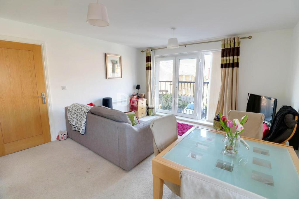 2 Bedrooms Flat for sale in Wyncliffe Garden, Penwtyn, Cardiff, CF23