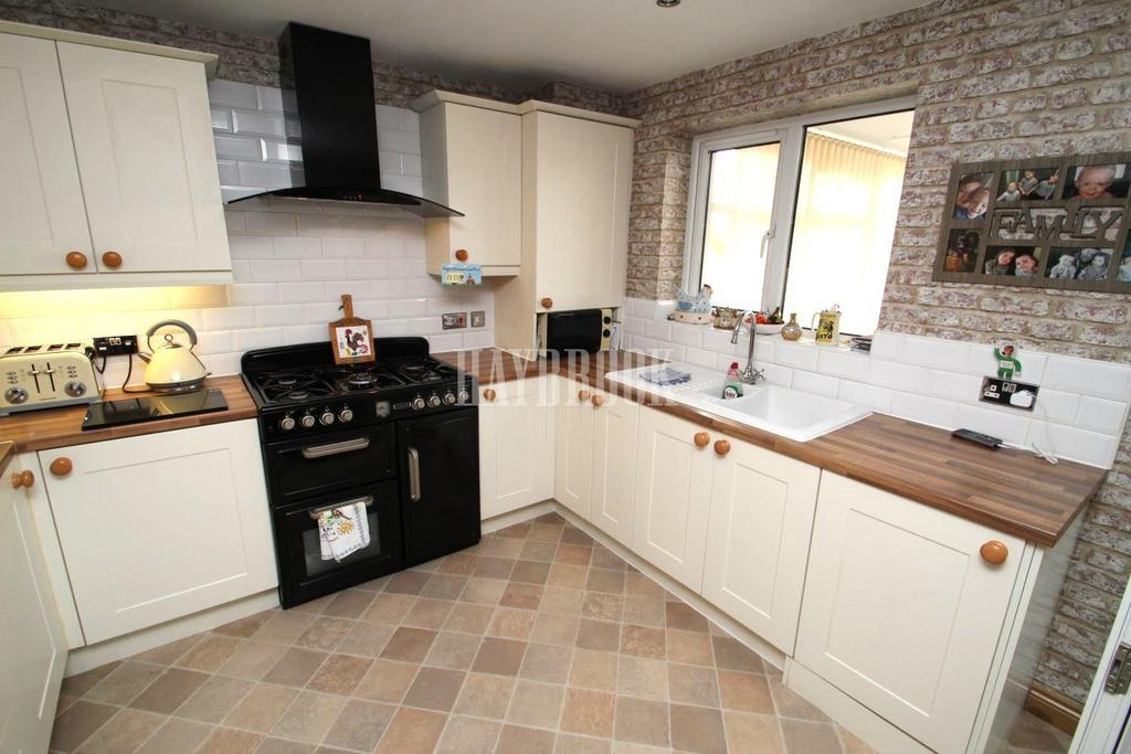 3 Bedrooms Semi Detached House for sale in Wilson Grove, Barnsley