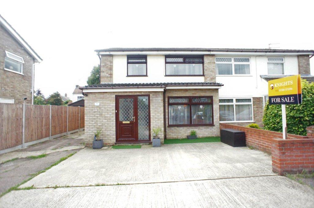 3 Bedrooms Semi Detached House for sale in Ringsfield Road, Oulton Broad