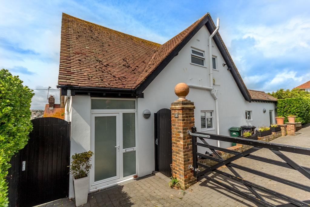 3 Bedrooms Detached House for sale in Oaklands Avenue, Saltdean, Brighton BN2