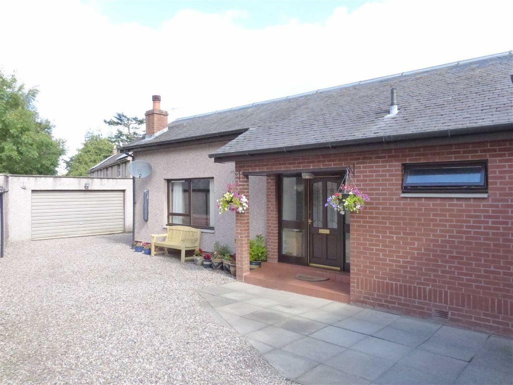 3 Bedrooms Detached House for sale in Ardler Road, Meigle, Perthshire