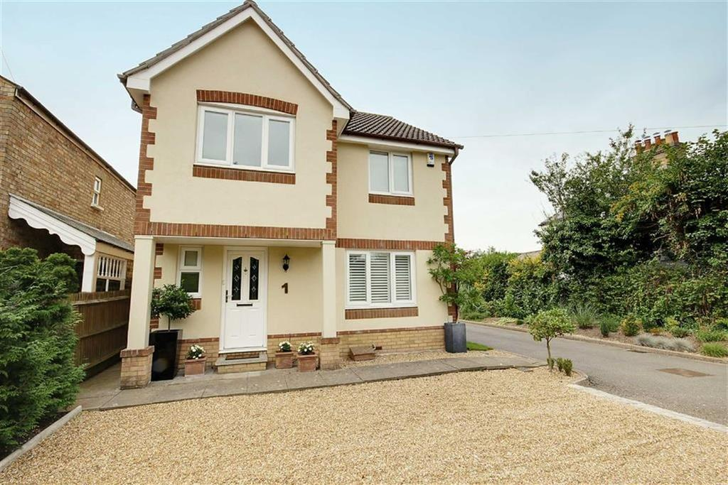 4 Bedrooms Detached House for sale in Chester Close, Little Heath, Hertfordshire