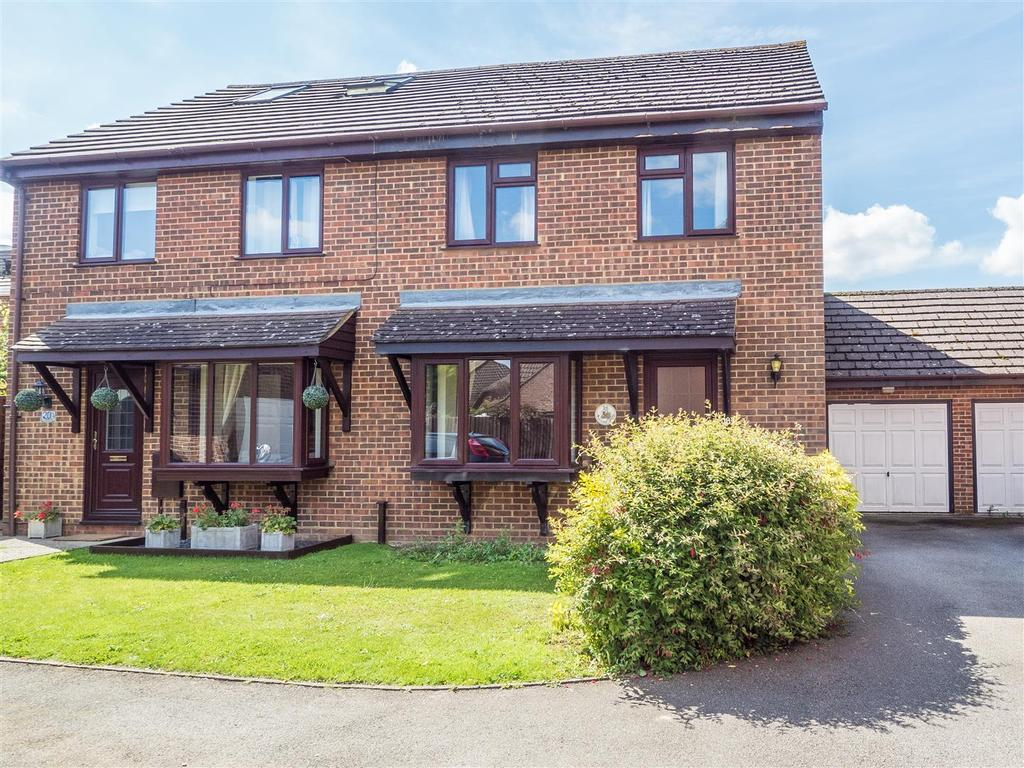 3 Bedrooms Semi Detached House for sale in Harrow Way, Weavering, Maidstone