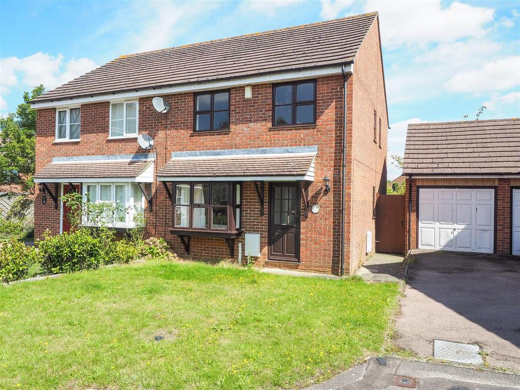 3 Bedrooms Semi Detached House for sale in Hayrick Close, Weavering, Maidstone