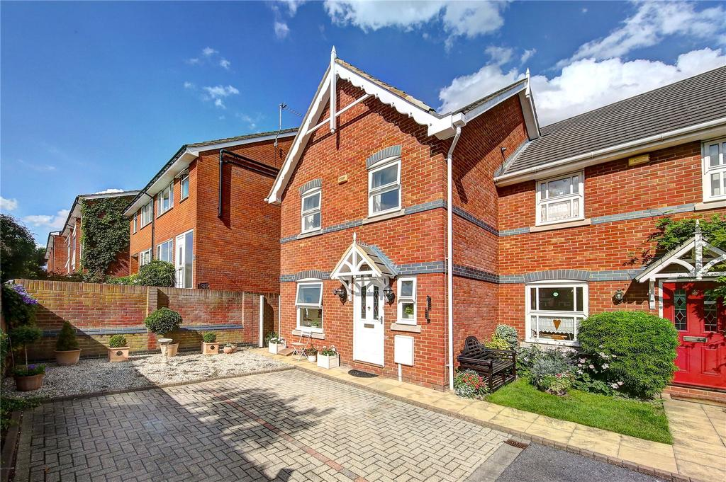 3 Bedrooms Semi Detached House for sale in Valery Place, Hampton, TW12