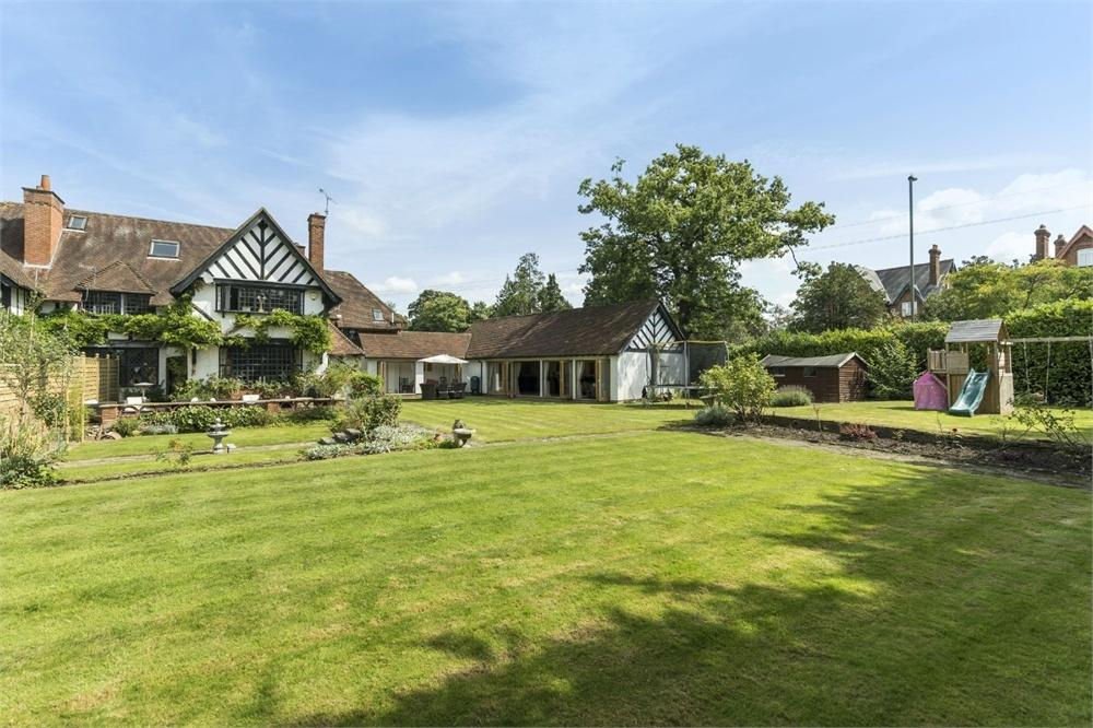 4 Bedrooms Semi Detached House for sale in Abbotswood, Guildford, Surrey