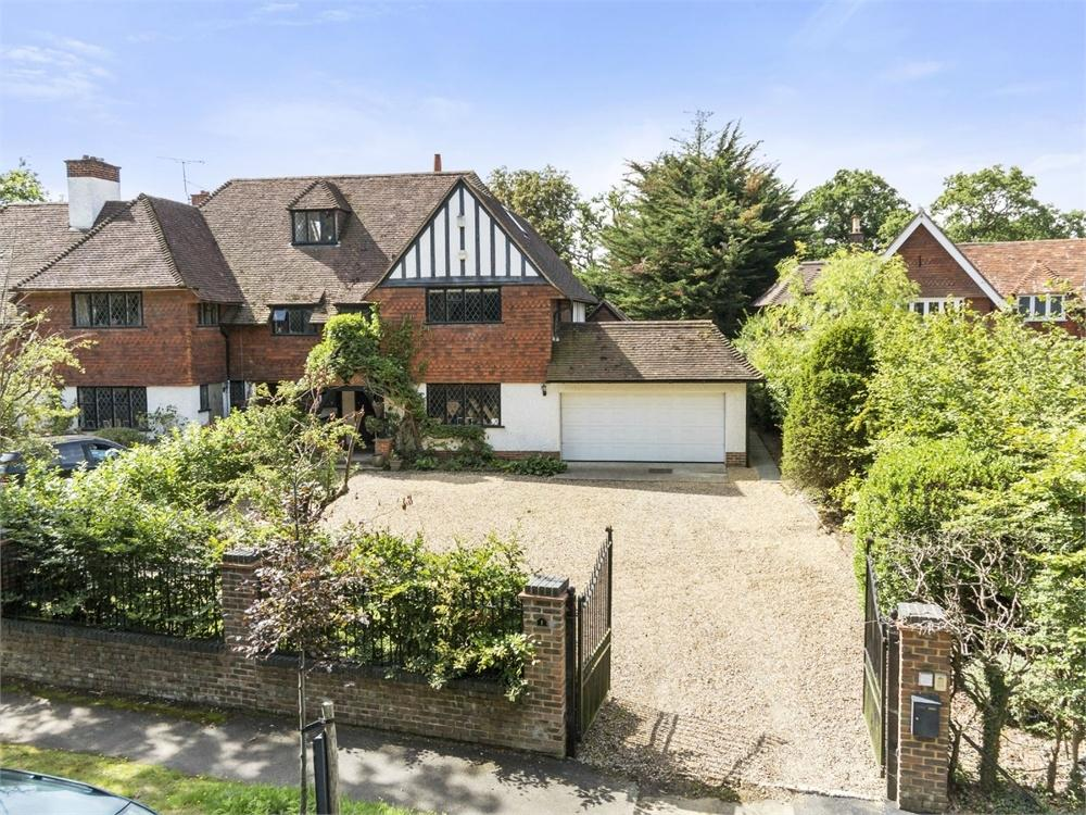 3 Bedrooms Semi Detached House for sale in Abbotswood, Guildford, Surrey