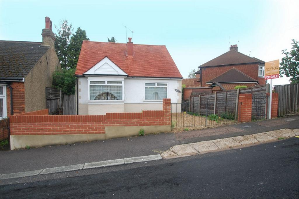 2 Bedrooms Detached Bungalow for sale in Nursery Road, Rainham, Kent