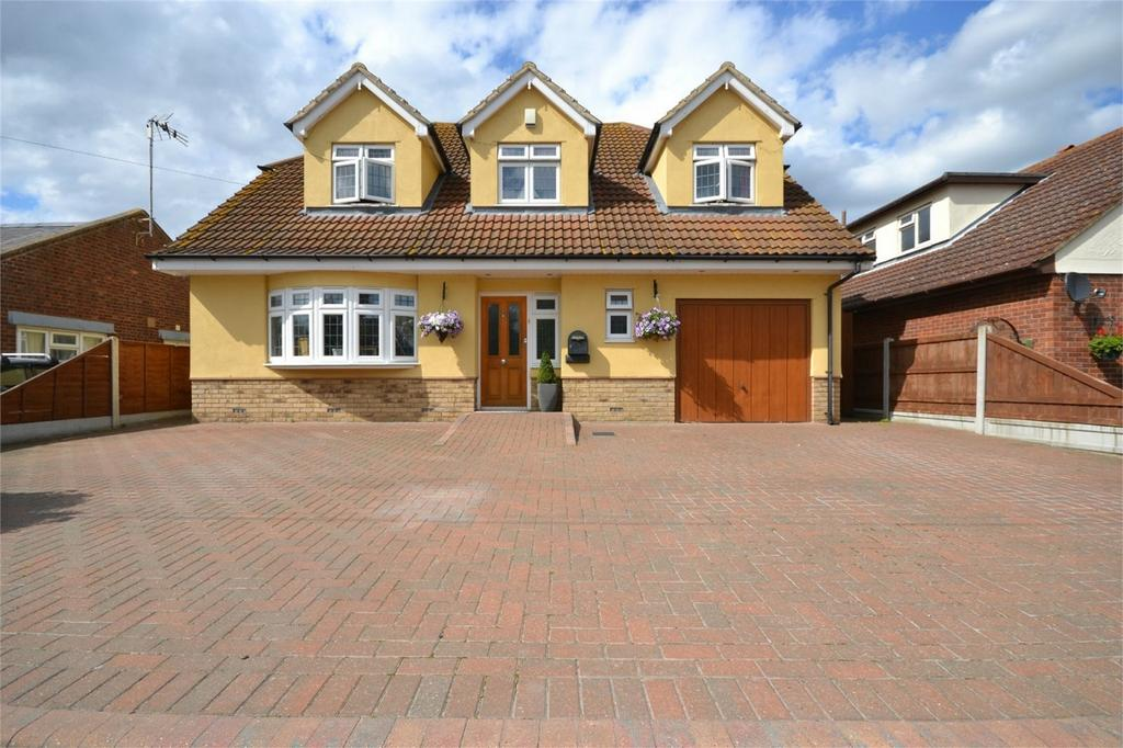 4 Bedrooms Detached House for sale in Beachy Drive, St Lawrence, Southminster, Essex