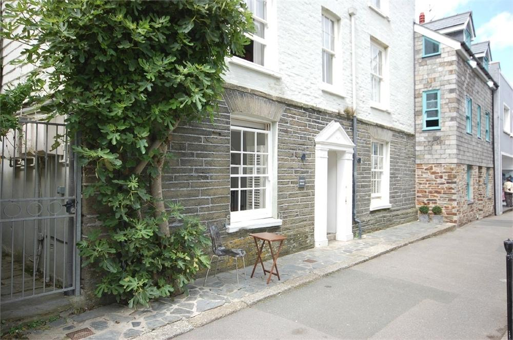 2 Bedrooms Flat for sale in Apartment 1, Ashley House, 14 Esplanade, Fowey, Cornwall
