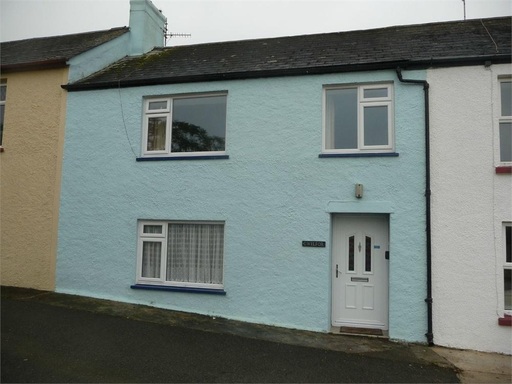 3 Bedrooms Terraced House for sale in Gwelfor, Windy Hall, Fishguard, Pembrokeshire