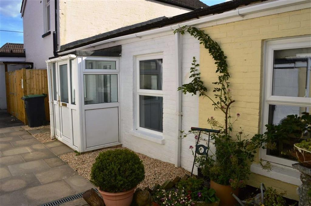 3 Bedrooms Semi Detached Bungalow for sale in Kents Lane, Wimborne, Dorset