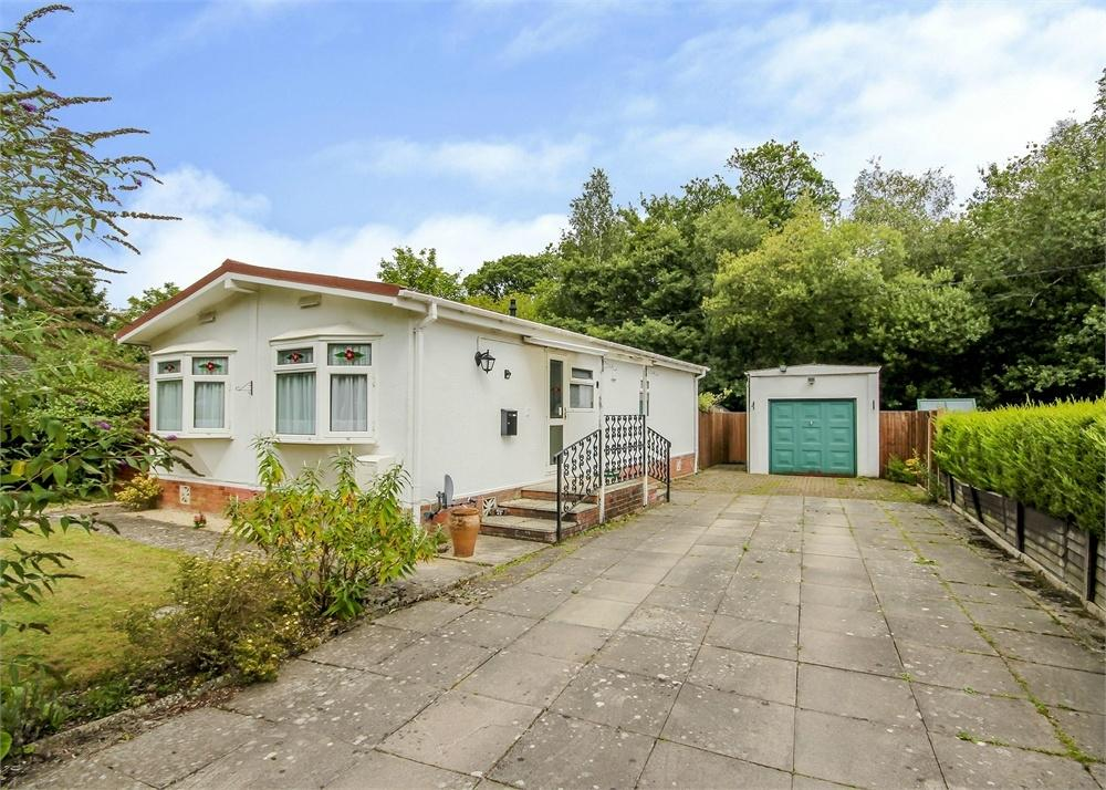 2 Bedrooms Park Home Mobile Home for sale in The Elms, Warfield Park, Berkshire