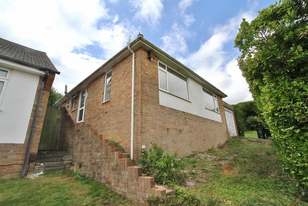 2 Bedrooms Bungalow for sale in Lindfield Close