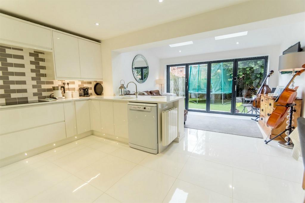 3 Bedrooms Town House for sale in Maplehurst Avenue, Huntington Road, York
