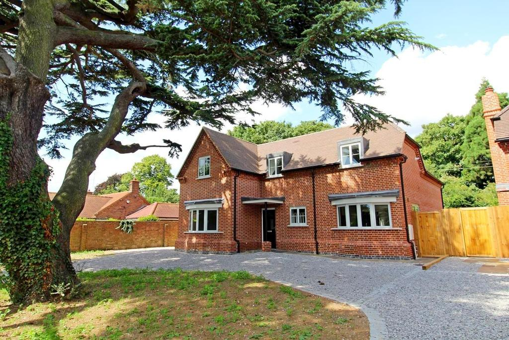 4 Bedrooms Detached House for sale in Maldon Road, Witham, Essex, CM8