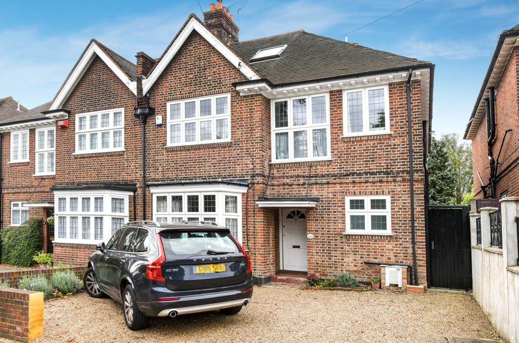 5 Bedrooms Semi Detached House for sale in London Lane Bromley BR1