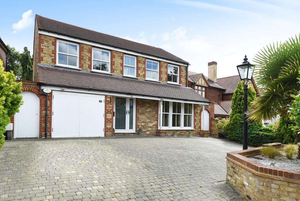 4 Bedrooms Detached House for sale in Bird In Hand Lane Bromley BR1