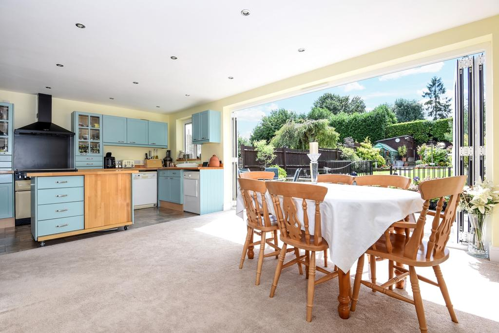 3 Bedrooms Semi Detached House for sale in Old Priory Avenue Orpington BR6