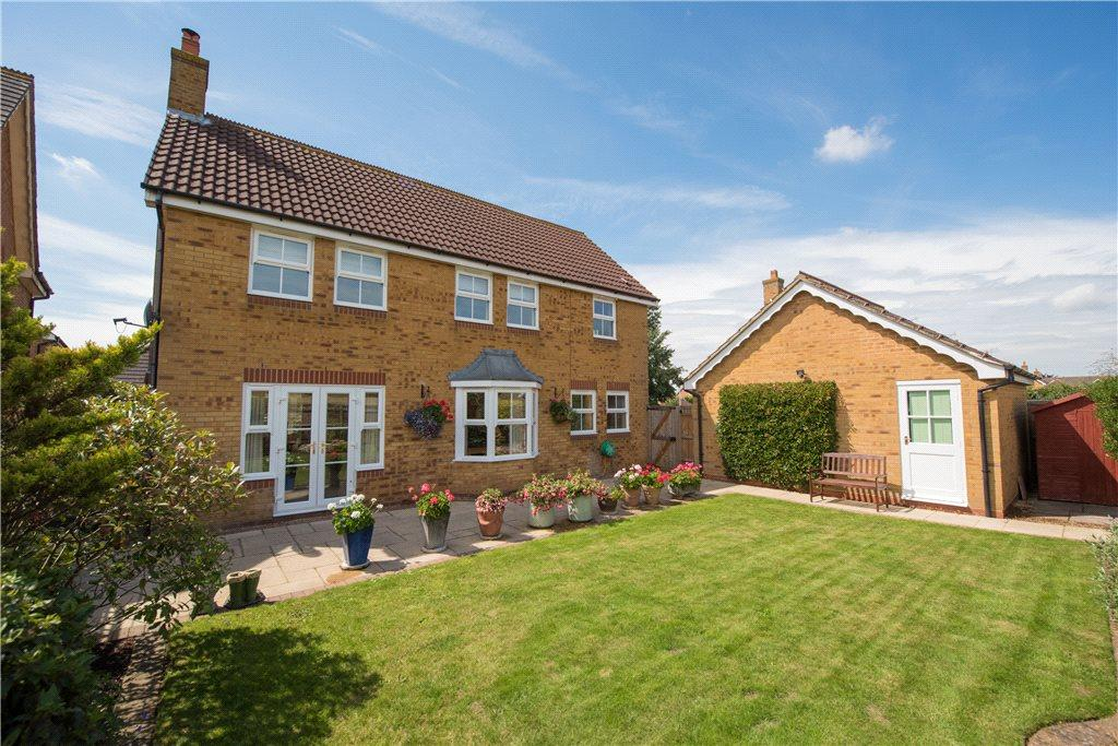 4 Bedrooms Detached House for sale in Swift Close, Watermead, Aylesbury, Buckinghamshire