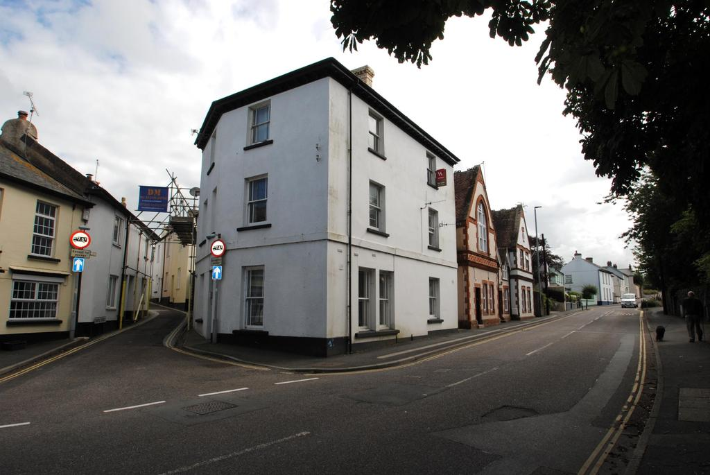 2 Bedrooms Flat for sale in Fore Street, Northam