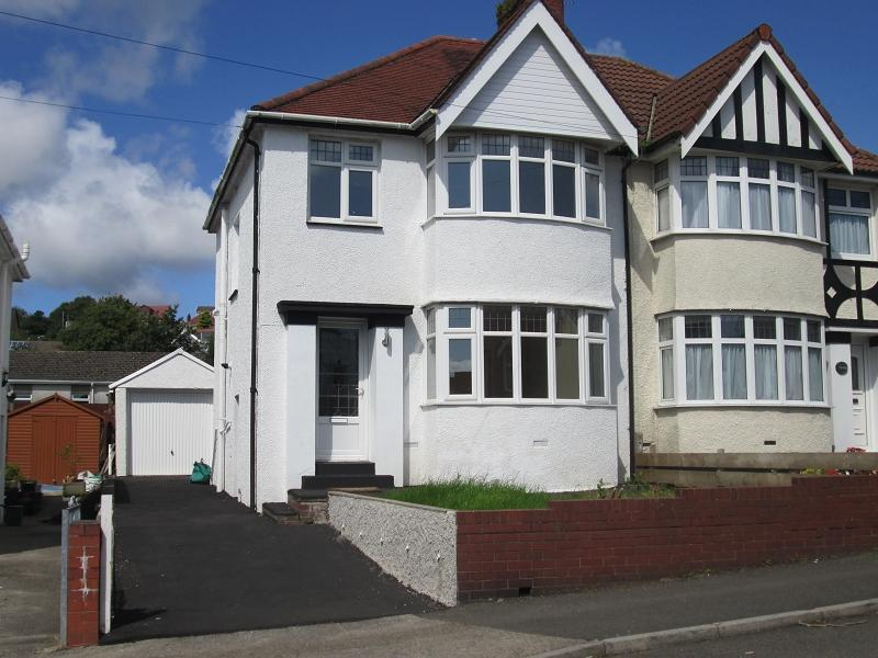 3 Bedrooms Semi Detached House for sale in Harlech Crescent, Sketty, Swansea, City And County of Swansea.