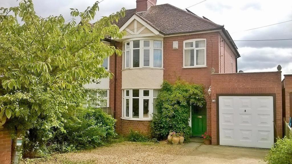 3 Bedrooms Semi Detached House for sale in Deanshanger Road Old Stratford, Milton Keynes