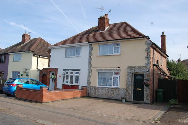 3 Bedrooms Semi Detached House for sale in Burleigh Avenue, Wigston, Leicester, LE18