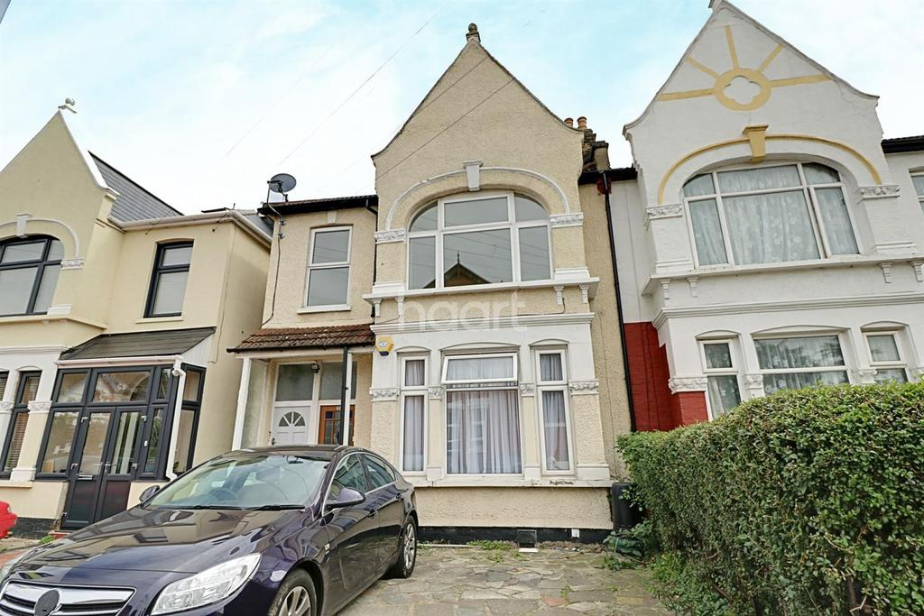 2 Bedrooms Flat for sale in Wellesley Road, Ilford, Essex