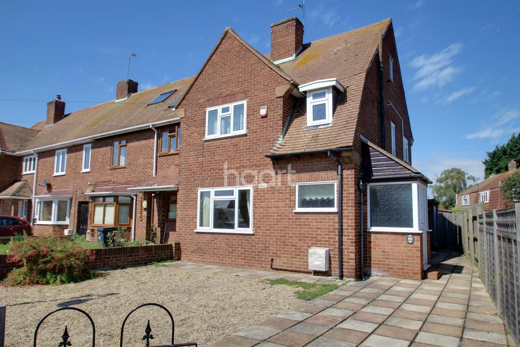 3 Bedrooms Semi Detached House for sale in Grayne Avenue, Isle of Grain, ME3