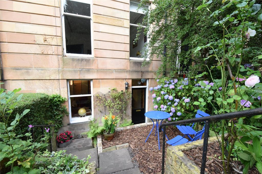 2 Bedrooms Apartment Flat for sale in Garden Flat, Marywood Square, Glasgow, Lanarkshire