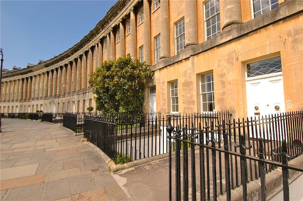 1 Bedroom Apartment Flat for sale in Royal Crescent, Bath, Somerset, BA1