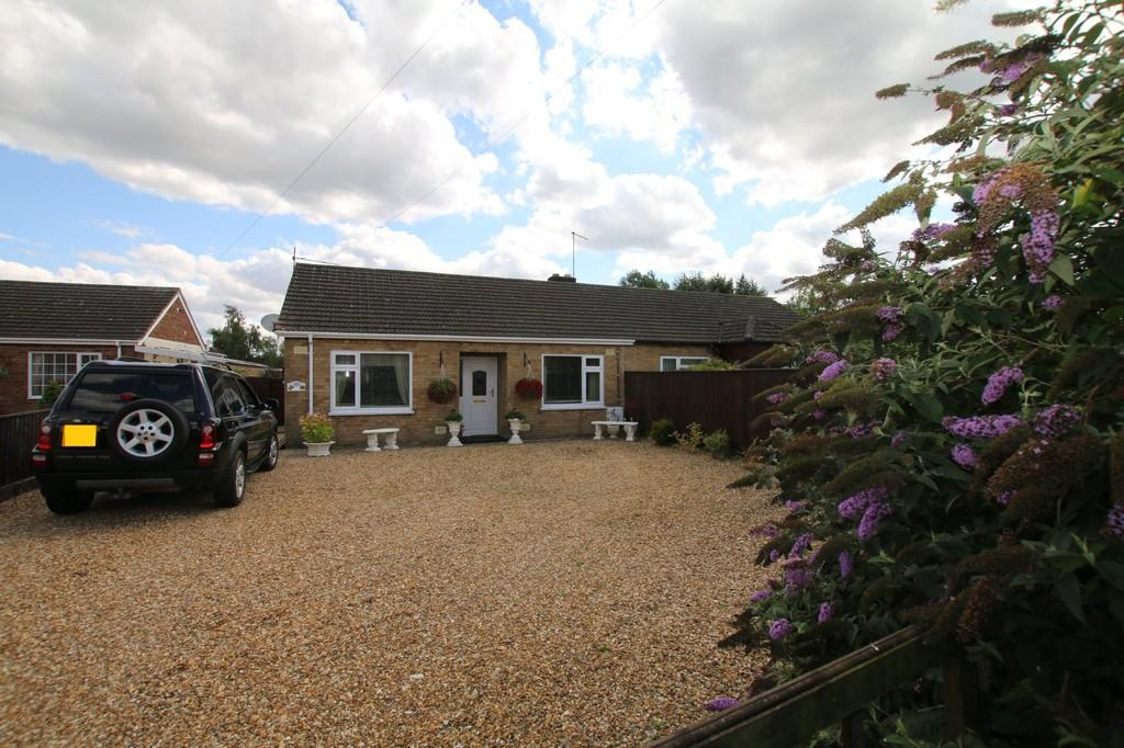 2 Bedrooms Semi Detached Bungalow for sale in New Road, Chatteris