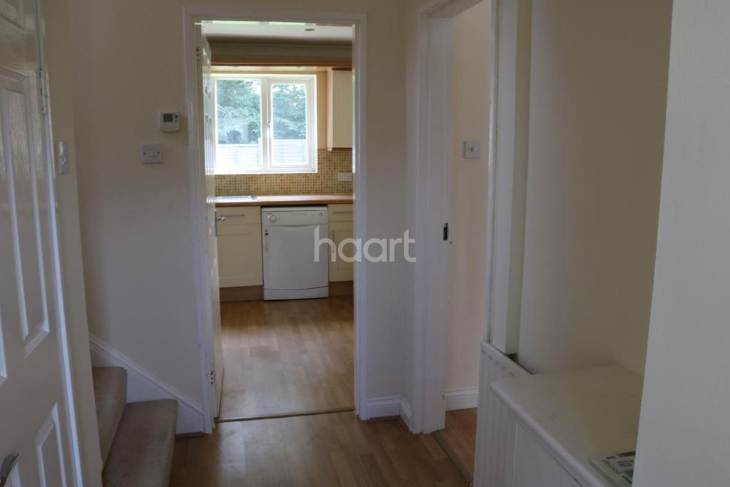 3 Bedrooms Semi Detached House for sale in Elizabeth Drive, Fleet
