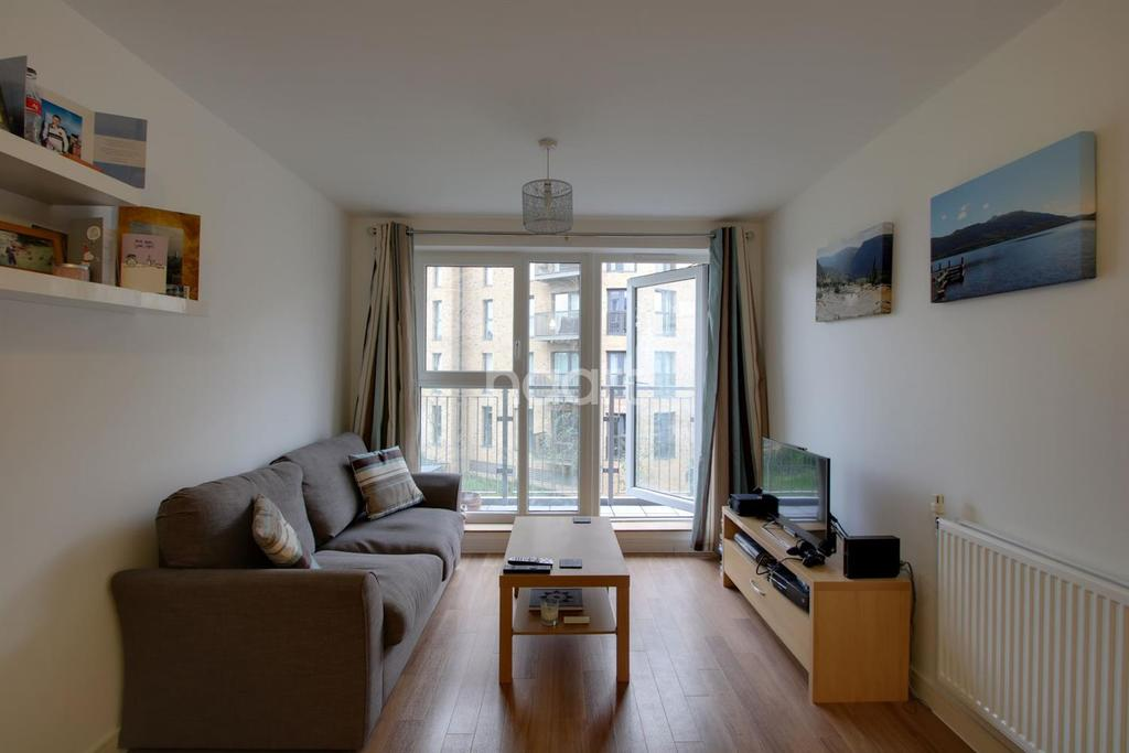 2 Bedrooms Flat for sale in Whitestone Way, Croydon, CR0