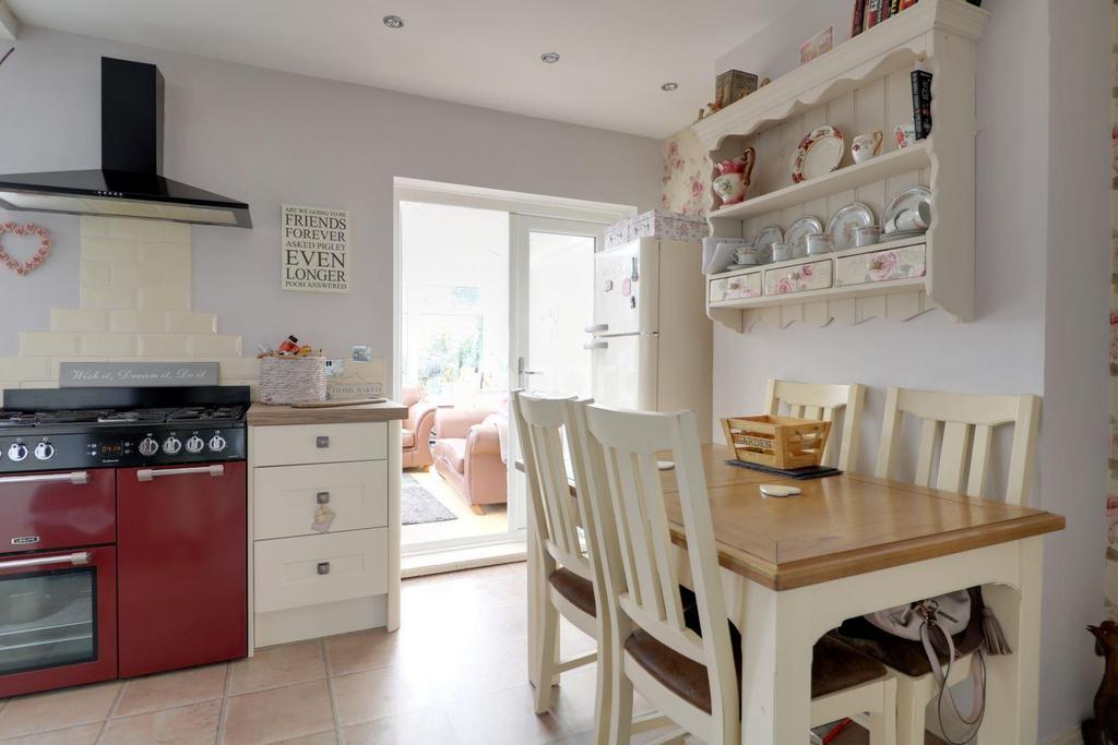 3 Bedrooms Semi Detached House for sale in Western Crescent, Lincoln