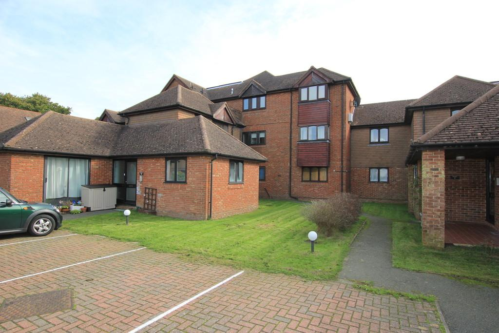 2 Bedrooms Apartment Flat for sale in Stonegate Way, Heathfield