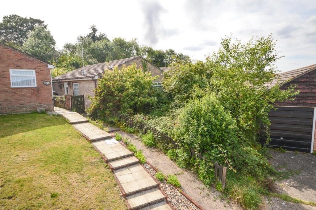 2 Bedrooms Detached Bungalow for sale in Queensway, Manningtree, CO11 1EW