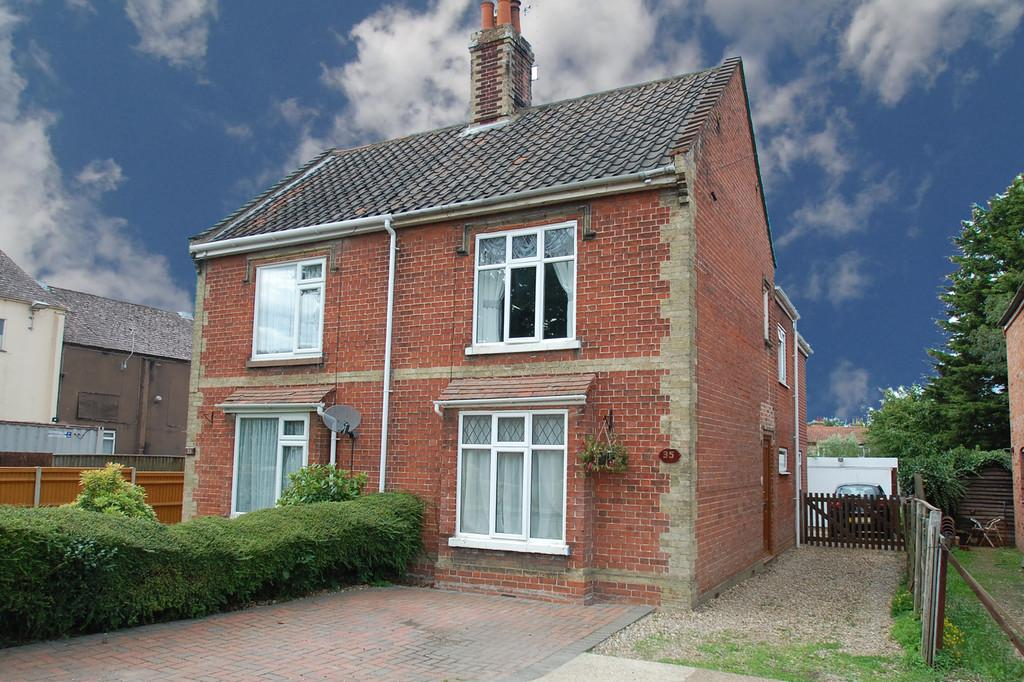 3 Bedrooms Semi Detached House for sale in New Road, North Walsham
