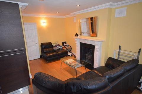 3 bedroom apartment to rent - Highbury Grove