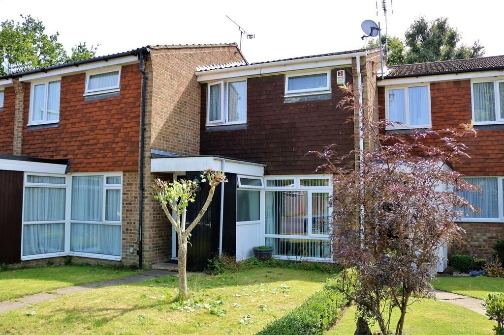 3 Bedrooms Terraced House for sale in Southgate, Crawley, RH10