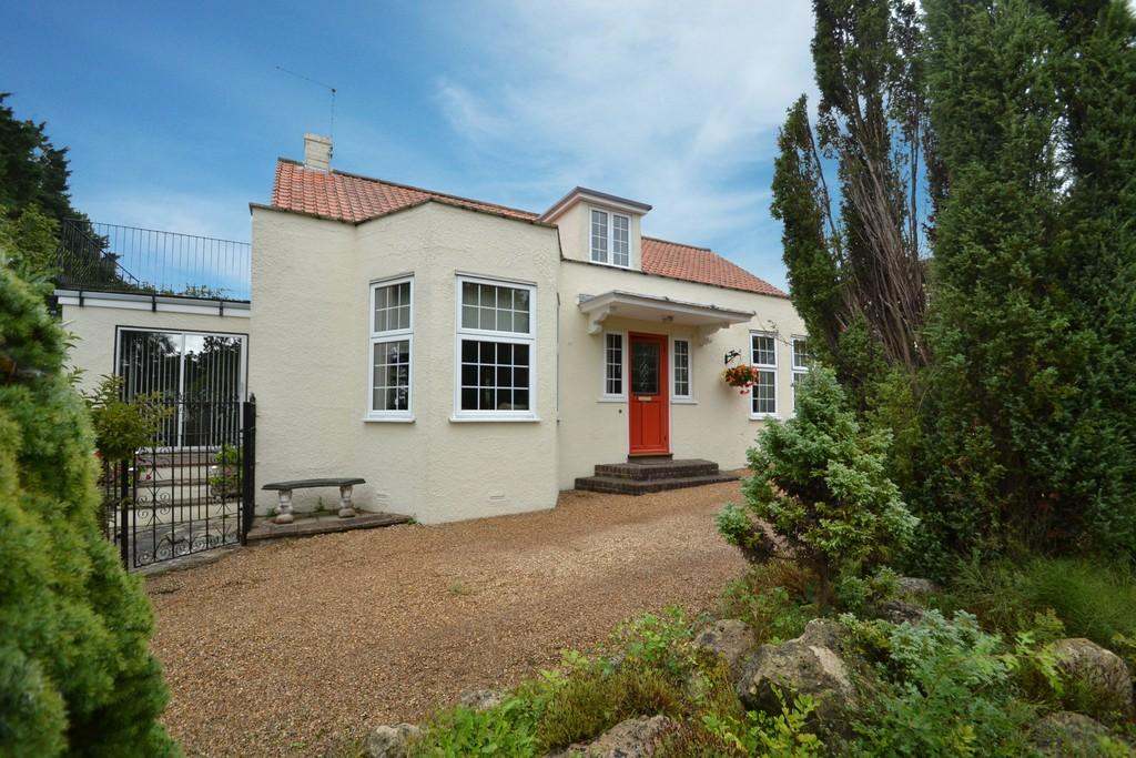 5 Bedrooms Detached House for sale in Playstreet Lane