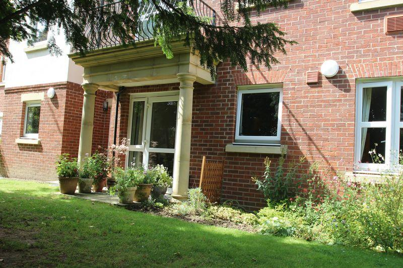 2 Bedrooms Apartment Flat for sale in Hadlow Road, Tonbridge