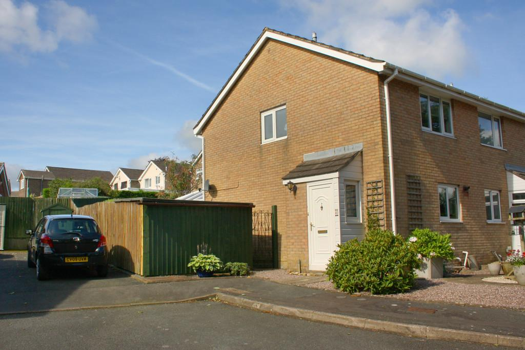 2 Bedrooms Semi Detached House for sale in Milton Close, Priory Park
