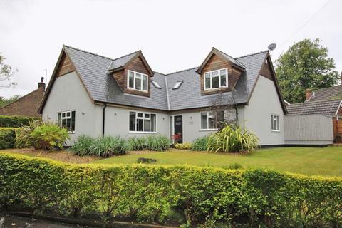 4 bedroom detached house for sale - CHAPEL LANE, BARNOLDBY LE BECK