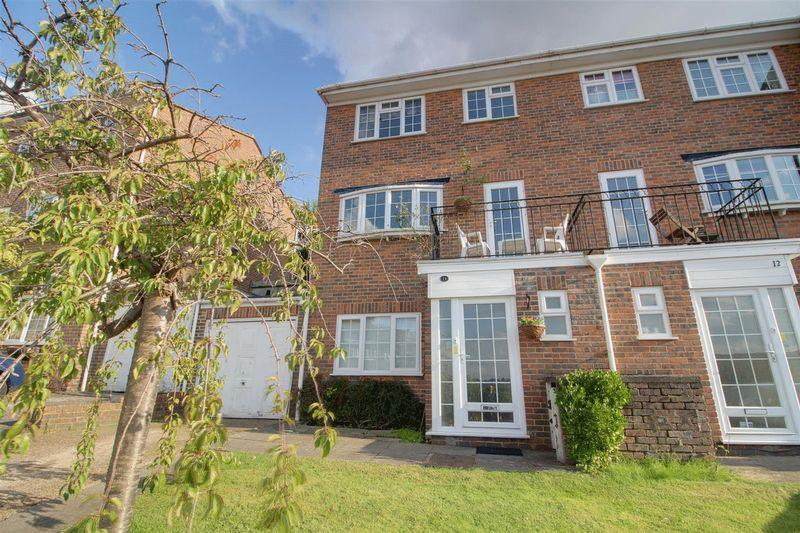 4 Bedrooms End Of Terrace House for sale in Hillview Close, Purley
