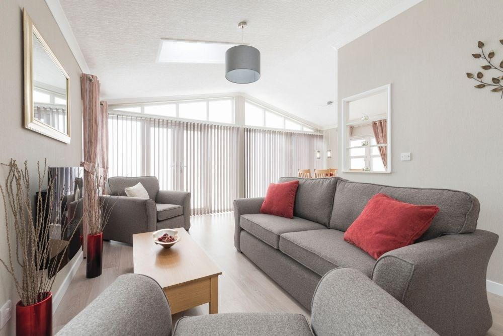 2 Bedrooms Detached Bungalow for sale in Sandy Bay Thorney Bay Road, Canvey Island, SS8